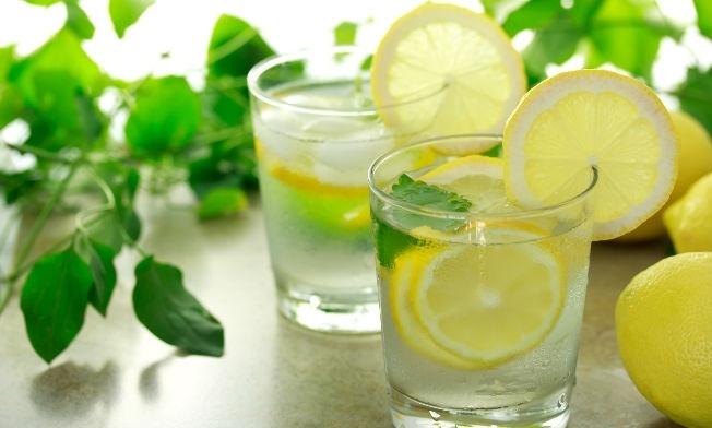 Agua tibia de limón y sus propiedades
