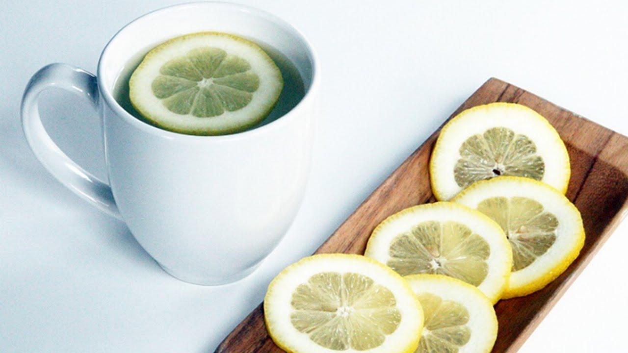 agua tibia mas limón