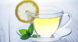 que-hace-el-agua-tibia-con-limon